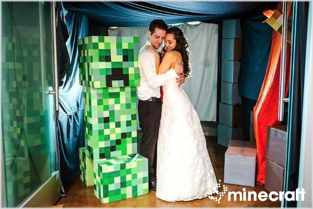 http://img.niceminecraft.net/Funny/Minecraft-Wedding-11.jpg